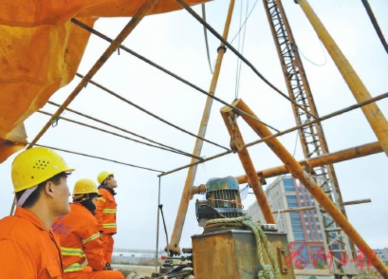 福清滨海大通道14个工点不停工,近200人坚守工地