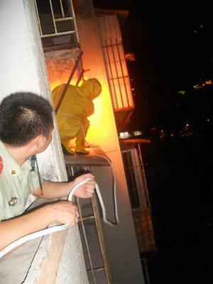 按照消防法律法规,遇到火灾等突发灾害,消防队必须优先处置,因为这是