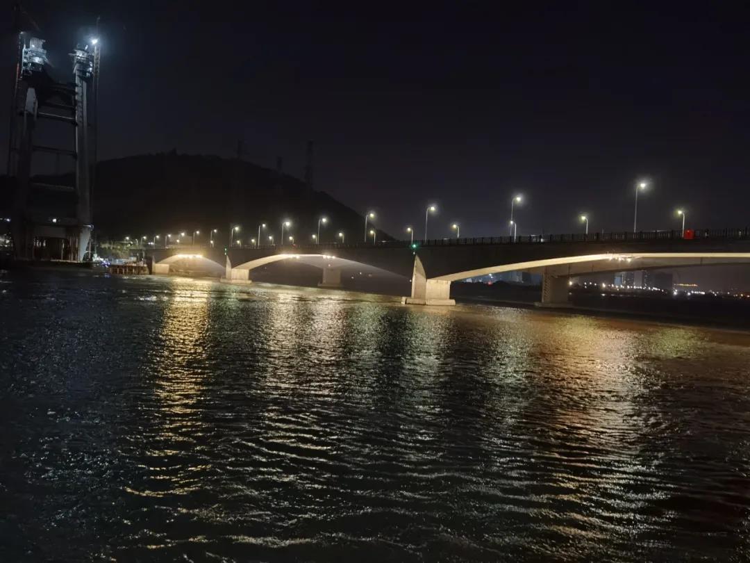 """防受伤,直属公路中心为乌龙江大桥安""""眼睛"""""""